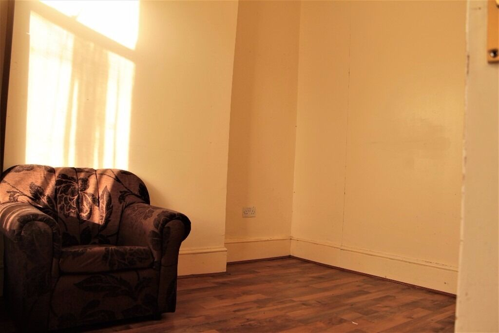 4 BEDROOM HOUSE - WENTWORTH ROAD - MANOR PARK - E12