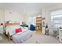 STUNNING 2/3 DOUBLE BEDROOM MAISONETTE WITH EAT IN KITCHEN AND PRIVATE GARDEN! 2 MINS FROM TUBE!!