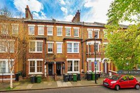 3 bedroom flat in Heyford Avenue, London, SW8 (3 bed) (#1071540)
