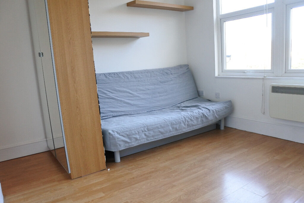 Lovely first floor studio in a beautiful period building, seconds from Muswell Hill Broadway.