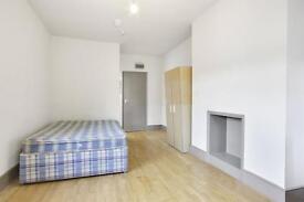 Studio flat in Burton Road, London