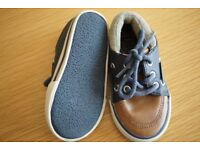 Childrens 'Zara' Summer boat shoes. Navy/brown. Uk size 5.VGC hardly worn. Lace up.