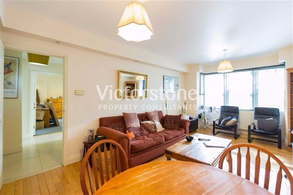 MODERN TWO DOUBLE BEDROOM**TWO BATHROOM**24HR CONCIERGE**Swimming Pool**