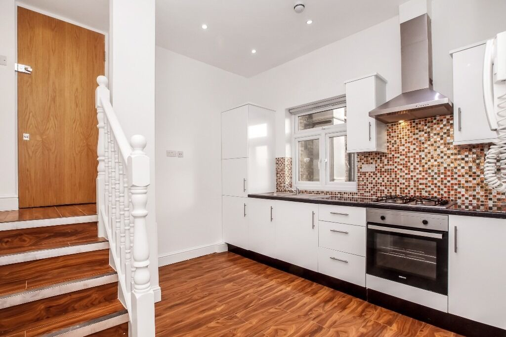 Newly converted one double bedroom apartment offered in neutral colours, with a rear roof garden,