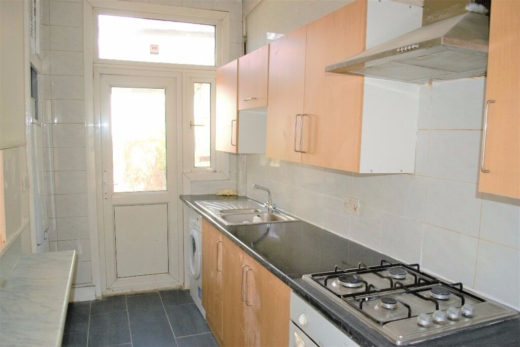 PROPERTY HUNTERS ARE PLEASED TO OFFER A 3 BED HOUSE TO RENT IN FOREST GATE FOR £1550PCM !!