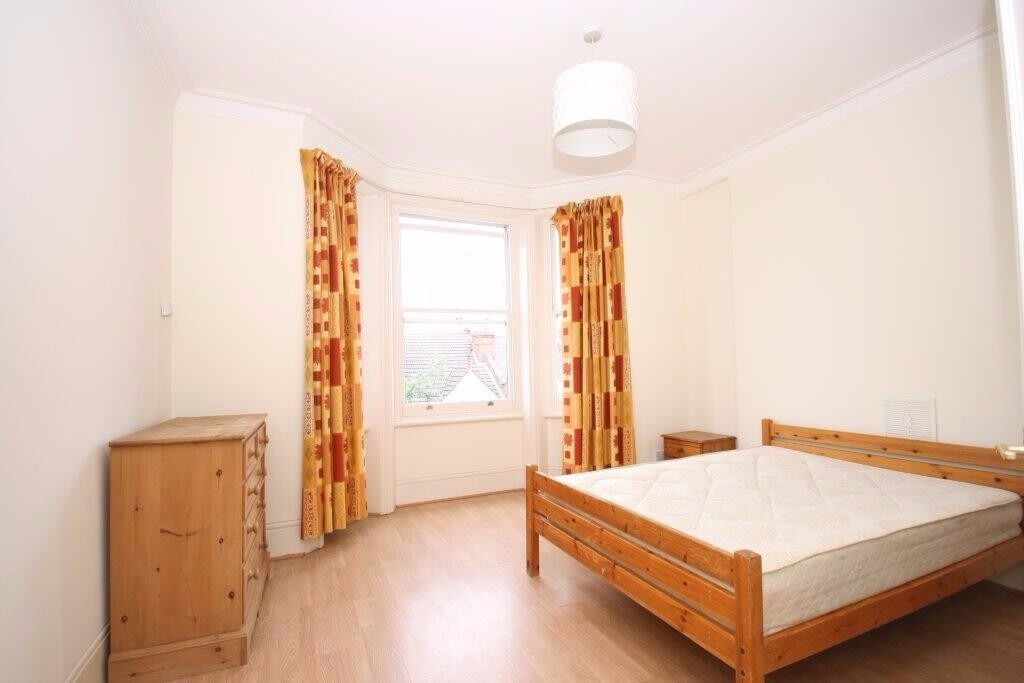 AMAZING 2 BEDROOM FLAT, MUNSTER VILLAGE, FULHAM