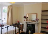 SHORT TERM Sunny Double Room in Finsbury Park - ALL BILLS