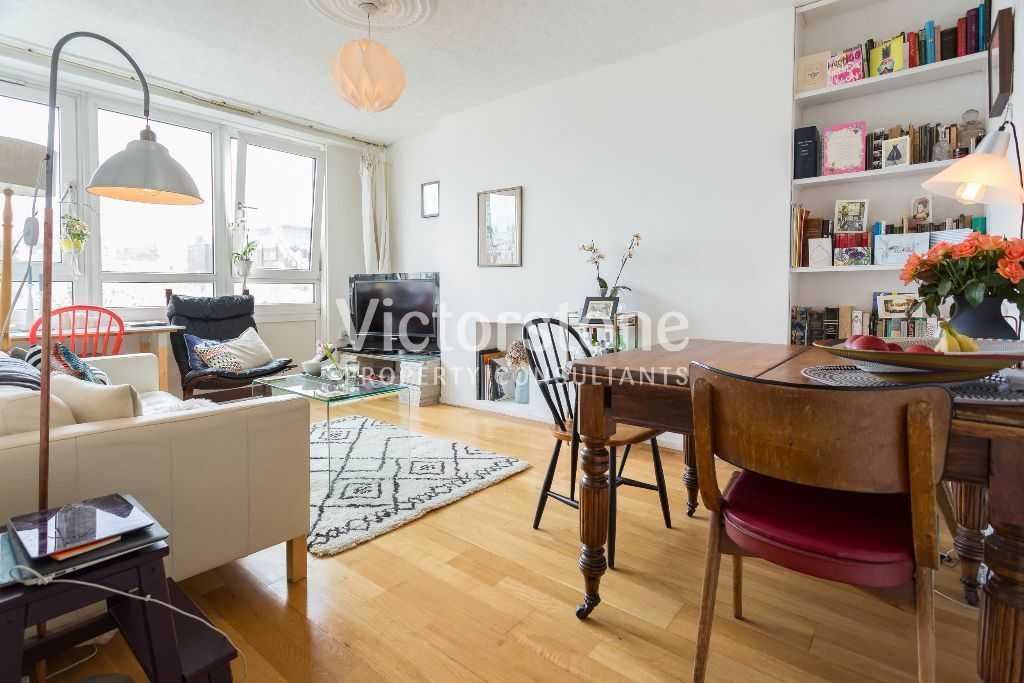 A stunning TWO/THREE SPLIT-LEVEL MAISONETTE £425 per week