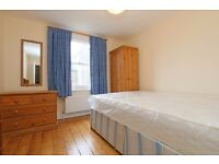 LOVELY DOUBLE ROOM AVAILABLE IN A FRIENDLY 3 BEDROOM FLAT