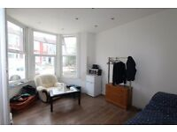 Very spacious 4 bedroom split level conversion in a great location off Haringey Green Lanes