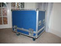 CF Flight case (blue). Locks, braked wheels in great condition