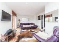 2 bedroom flat in Cremer Street, London