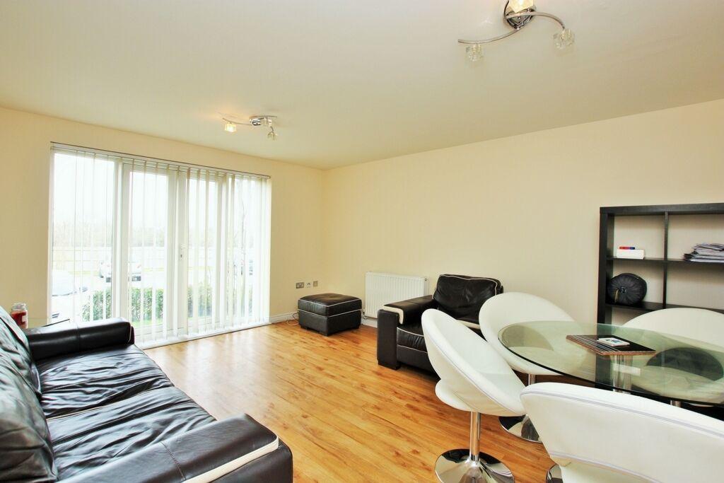 2 bedroom flat in Great North Way, Hendon, NW4