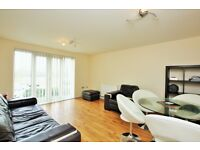 2 bedroom flat in Great North Way, Hendon, NW4
