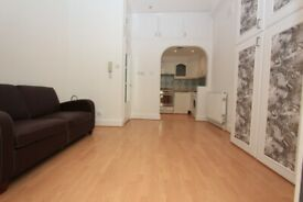 HR2-Bright Quiet STUDIO FLAT with Private Patio Garden & Conservatory-Prime Location in Belsize Park
