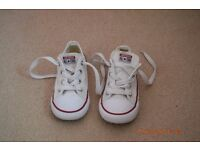 Converse white trainers boys girls kids size 9