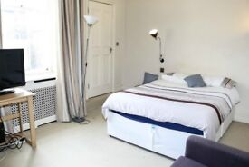modern FLAT W/LIVING ROOM!! *zone 1* DOUBLE ROOM AVAILABLE