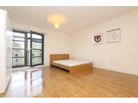 LUXURIOUS 3 BEDROOMS FLAT WITH OPEN PLAN LIVING ROOM IN LIMEHOUSE