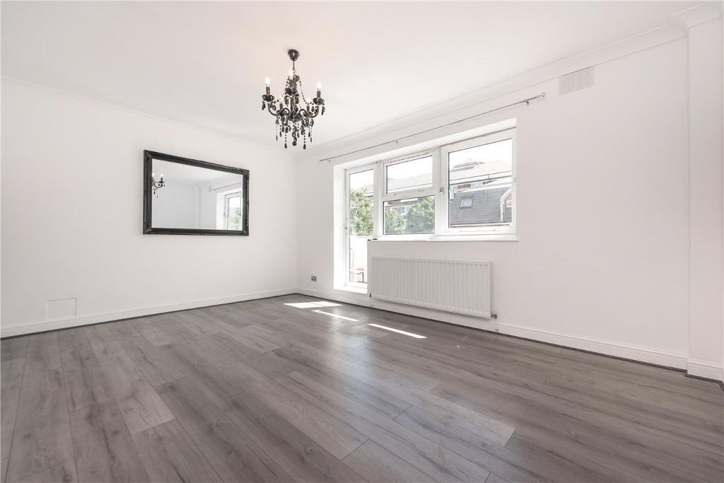 3 bedroom flat in Queens Park Court, Ilbert Street, London, W10