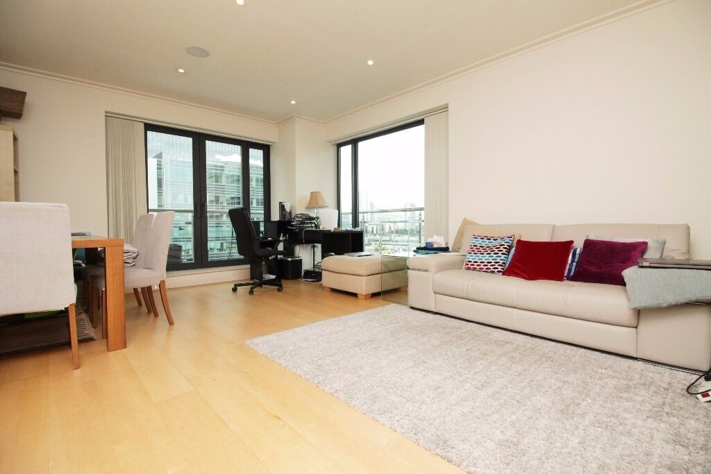 ***Stunning 2 Bedroom Apartment in Discover Dock East Apartment E14***