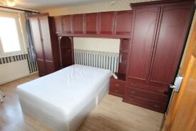HUGE room in DOCKLAND ! MOVE IN NOW !