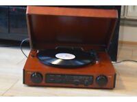 EL1699 WOODEN RECORDPLAYER/RADIO BUILTIN SPEAKERS CANBESEENWORKING