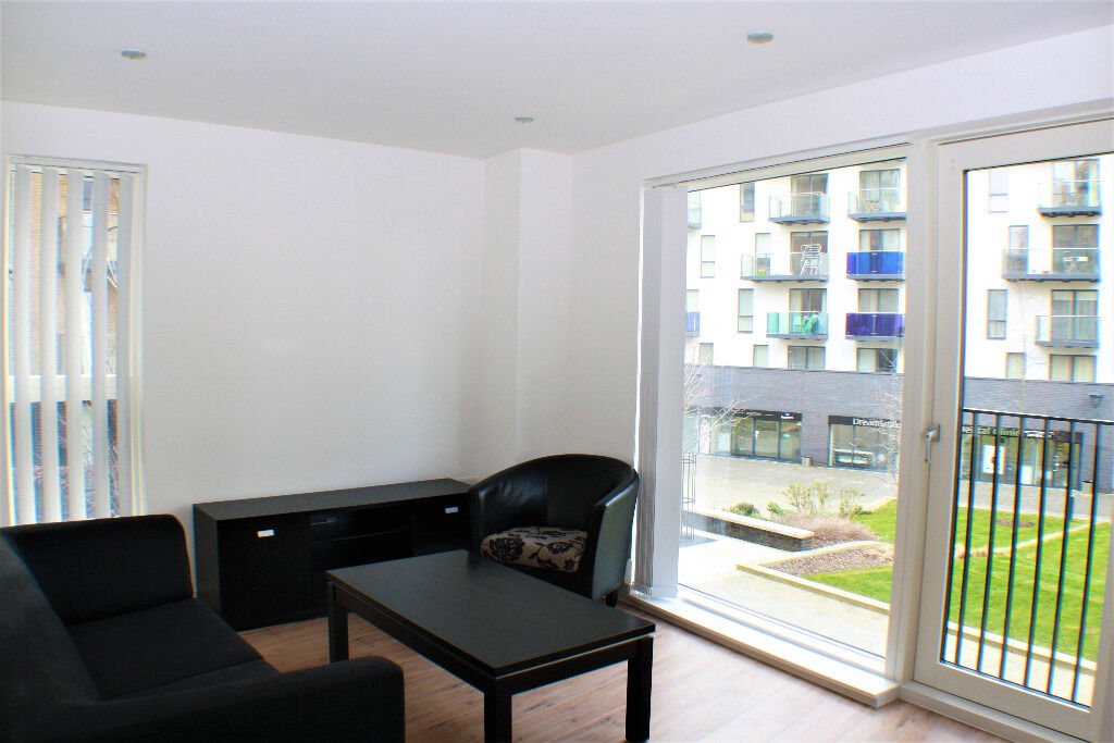 Modern 2 bedroom ground floor apartment situated within the Silvermill Development, Lewisham
