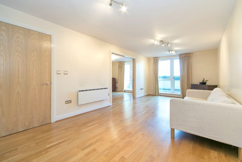 Large Ground Floor 2 Bedroom 2 Bathroom Riverside Apartment in Oyster Wharf Battersea