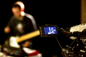 Female singer wanted for live electonic band..