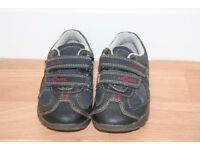 Clarks boys flashing shoes size 5 1/2 G