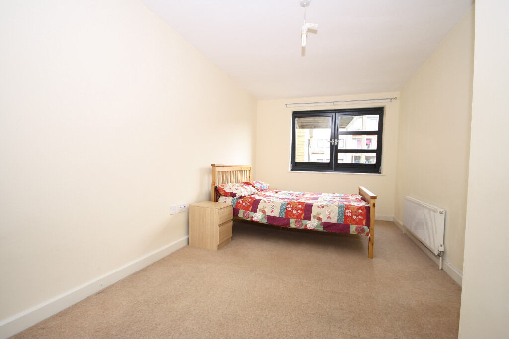three bedroom apartment situated on Fawe Street, easy DLR access into the City and Canary Wharf