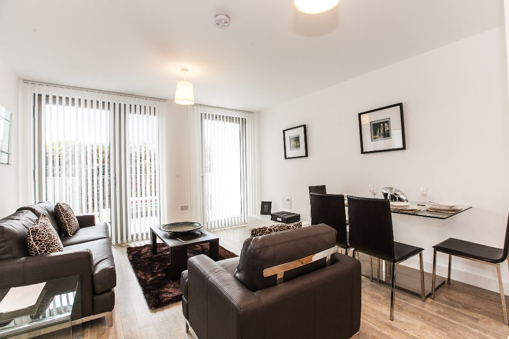 @ STUNNING TWO BEDROOM DUPLEX APARTMENT WITH STUNNING PARK VIEWS - CLOSE TO DLR - GYM & CONCIERGE!!