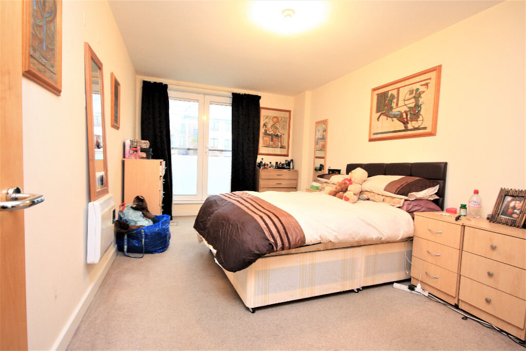 Stunning one double bedroom on the first floor apartment near Canada Water underground station.