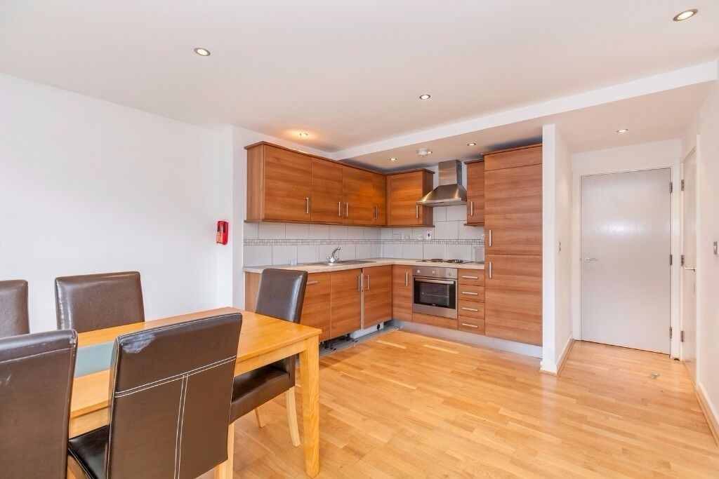 SPACIOUS 3 BED 2 BATH FLAT IN WAREHOUSE CONVERSION - 525 PW