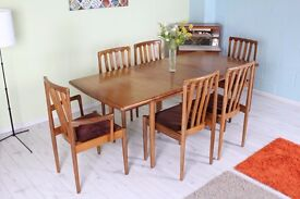 VINTAGE TEAK MEREDEW EXTEN TABE 6 CHAIRS INC 2 CARVERS - CAN COUIRIER