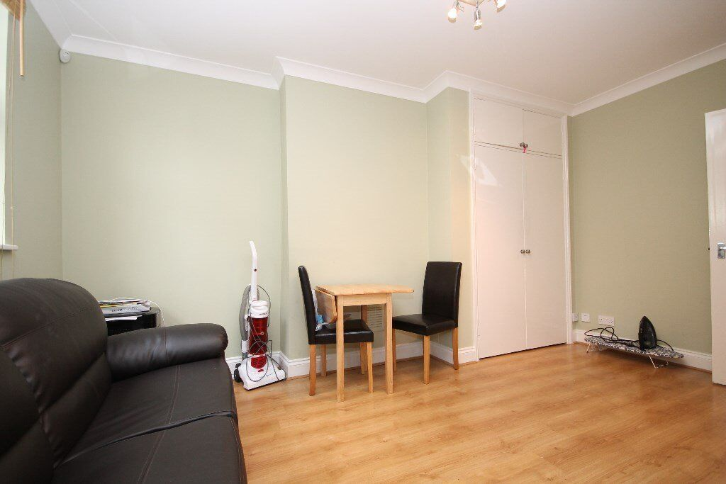 AMAZING 2 BED GROUND FLOOR GARDEN FLAT-MINUTES FROM TUBE