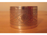 Vintage napkin ring, believed to be silver plated, but unmarked. Pretty design. Monogrammed