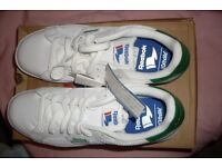 New boxed unworn White / Green Reebok Royal Flag Trainers. Size 9. TYessin shoes. Unwanted Gift.