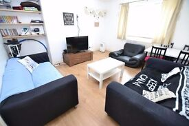 Awesome 3 Bedroom In Lewisham,Ground Floor With Communal Balcony Area,10mins to Greenwich University
