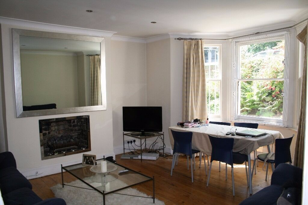 BEAUTIFUL TWO BEDROOM, TWO BATHROOM FLAT WITH A PRIVATE PATIO!! AVAILABLE NOW!!