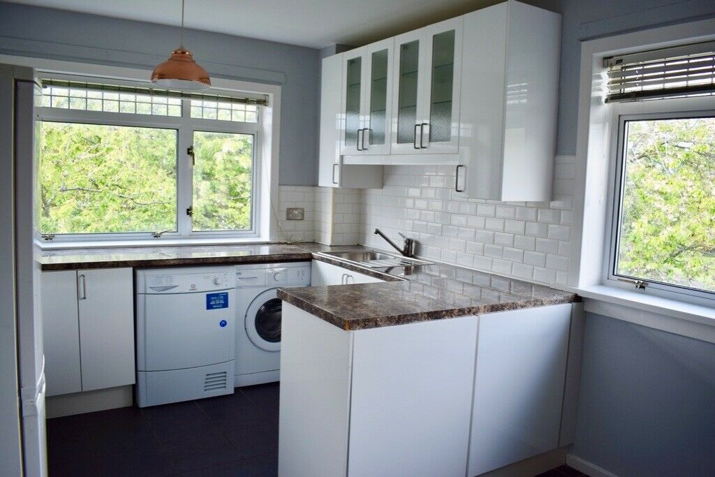 Spacious unfurnished three bedroom apartment in central ...