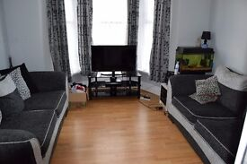ONE DOUBLE BEDROOM FLAT WITH PRIVATE GARDEN IN ILFORD - WALKING DISTANCE TO STATION AND SHOPPING!!!