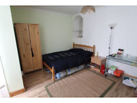 Cheap Lovely Bedroom + Garden , just a few mins from Tube station