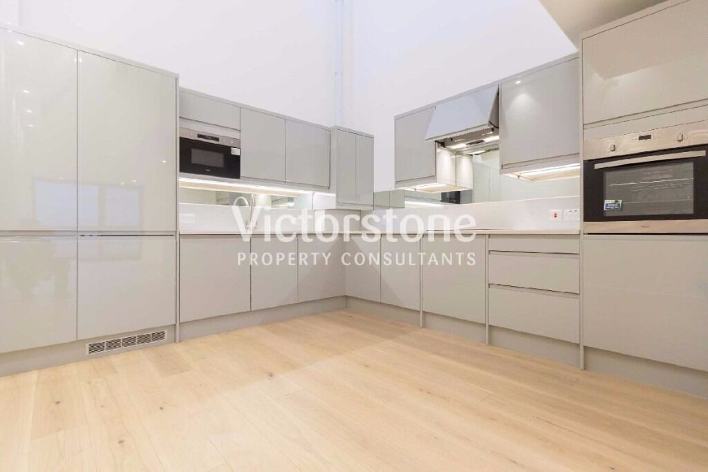 DALSTON 3 bedroom flat NEW BUILD WITH MASSIVE RECEPTION AVAILABLE NOW £650