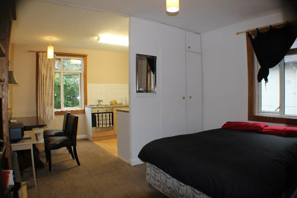 Guildford Town Centre Studio Flat (unfurnished & self contained) - available late October onwards