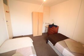LOVELY LARGE TWIN ROOM TO RENT IN CALEDONIAN CLOSE TO THE TUBE STATION. 96D