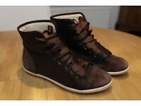 Designer LONDON SOLE 'MOOCHERS' size 7 (40), brown lace up fleece lined boots
