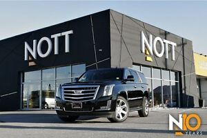 2016 Cadillac Escalade Luxury, 4X4, NAV, Moonroof, Bluetooth!