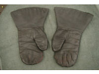 Pair of Vintage WW2 RAF Bomber Crew Sheepskin Gloves / Mitts / Gauntlets