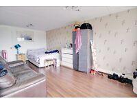 Huge Room with balcony off Edgware Road (Marleybone St) - All Bills Inc